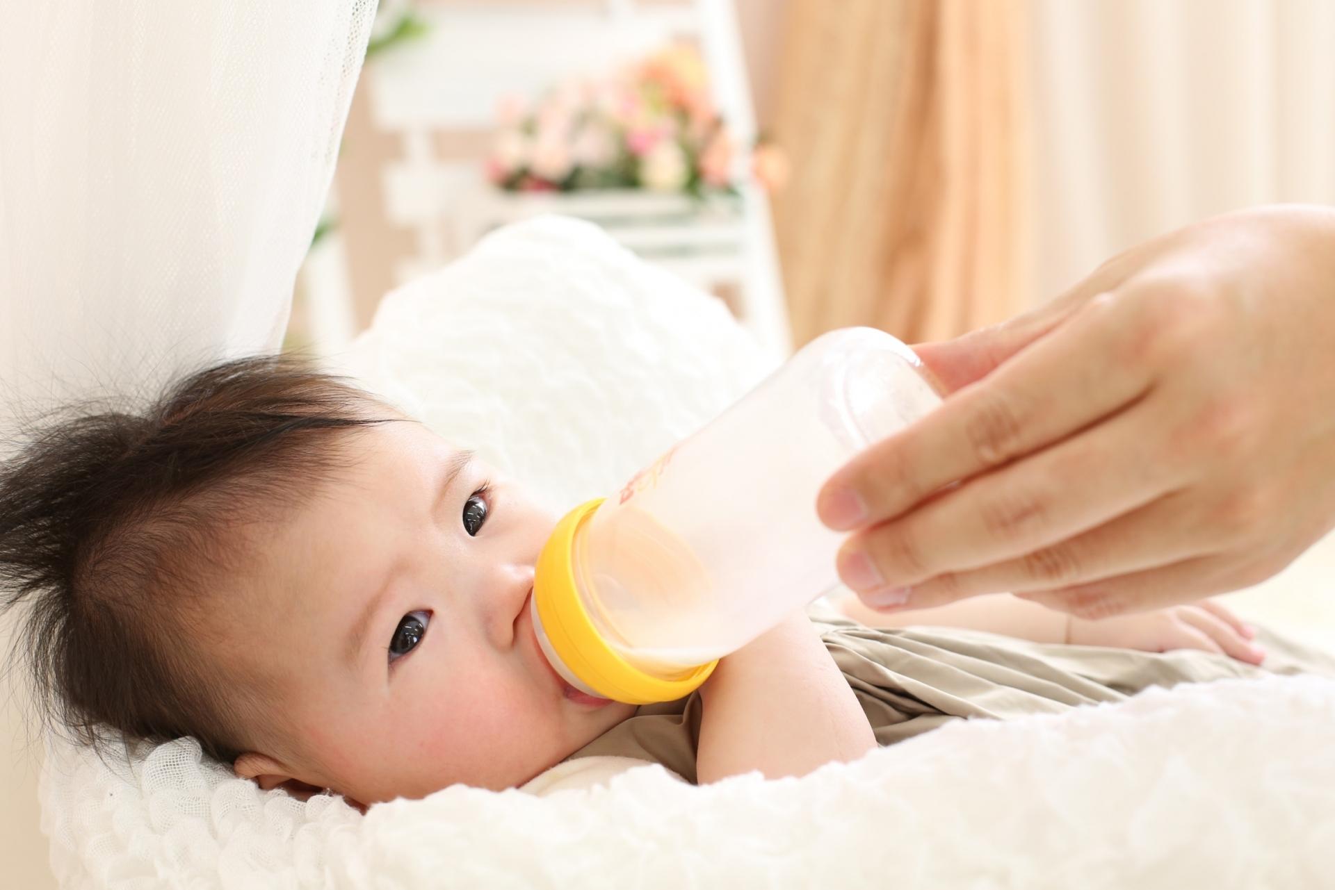 ミルク アイクレオ 50ml 飲む 赤ちゃん