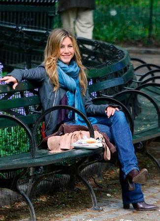 Jennifer Aniston ジェニファー アニストン ストール コーテディネート
